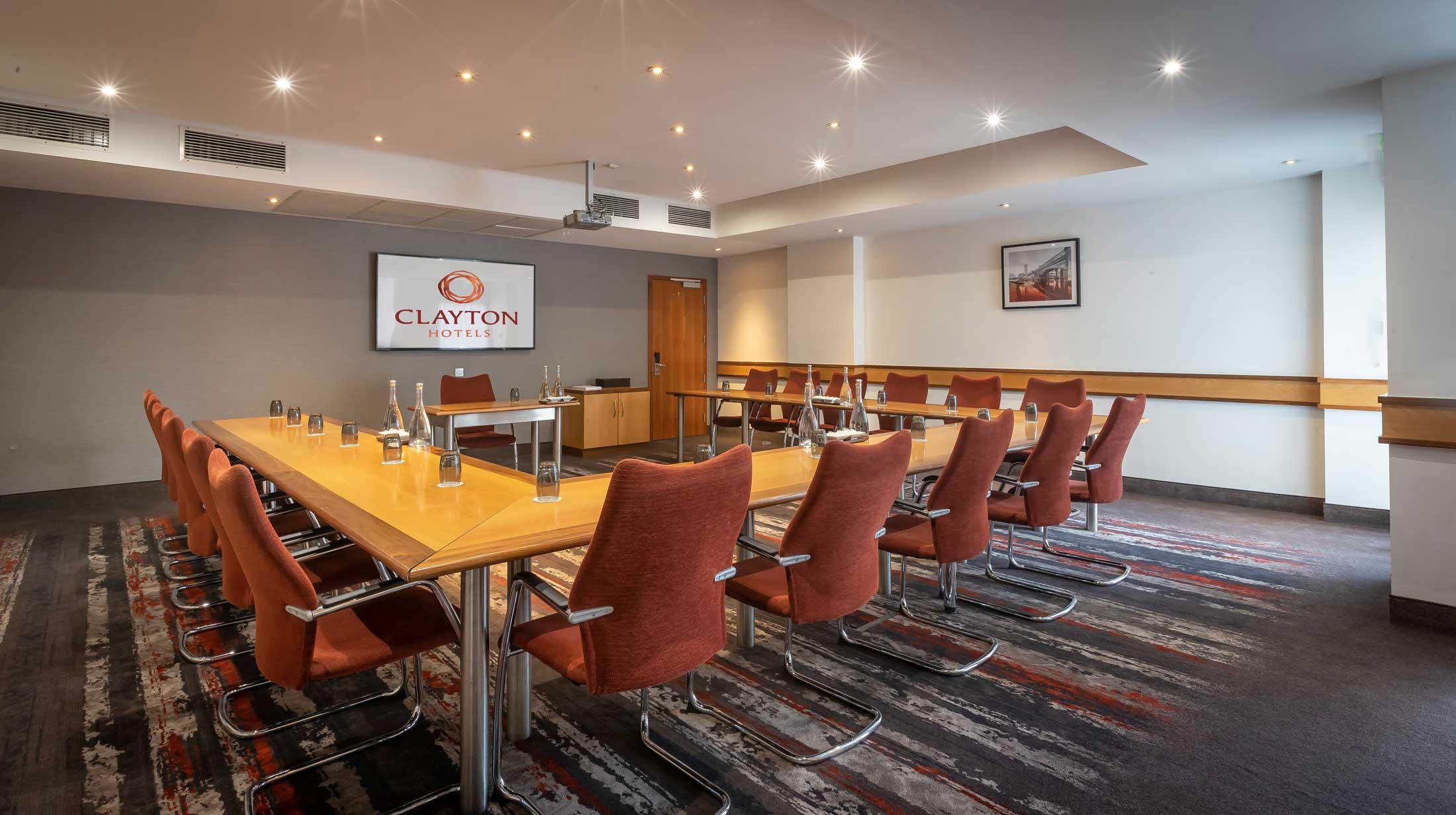 Versatile meeting rooms near Manchester Airport